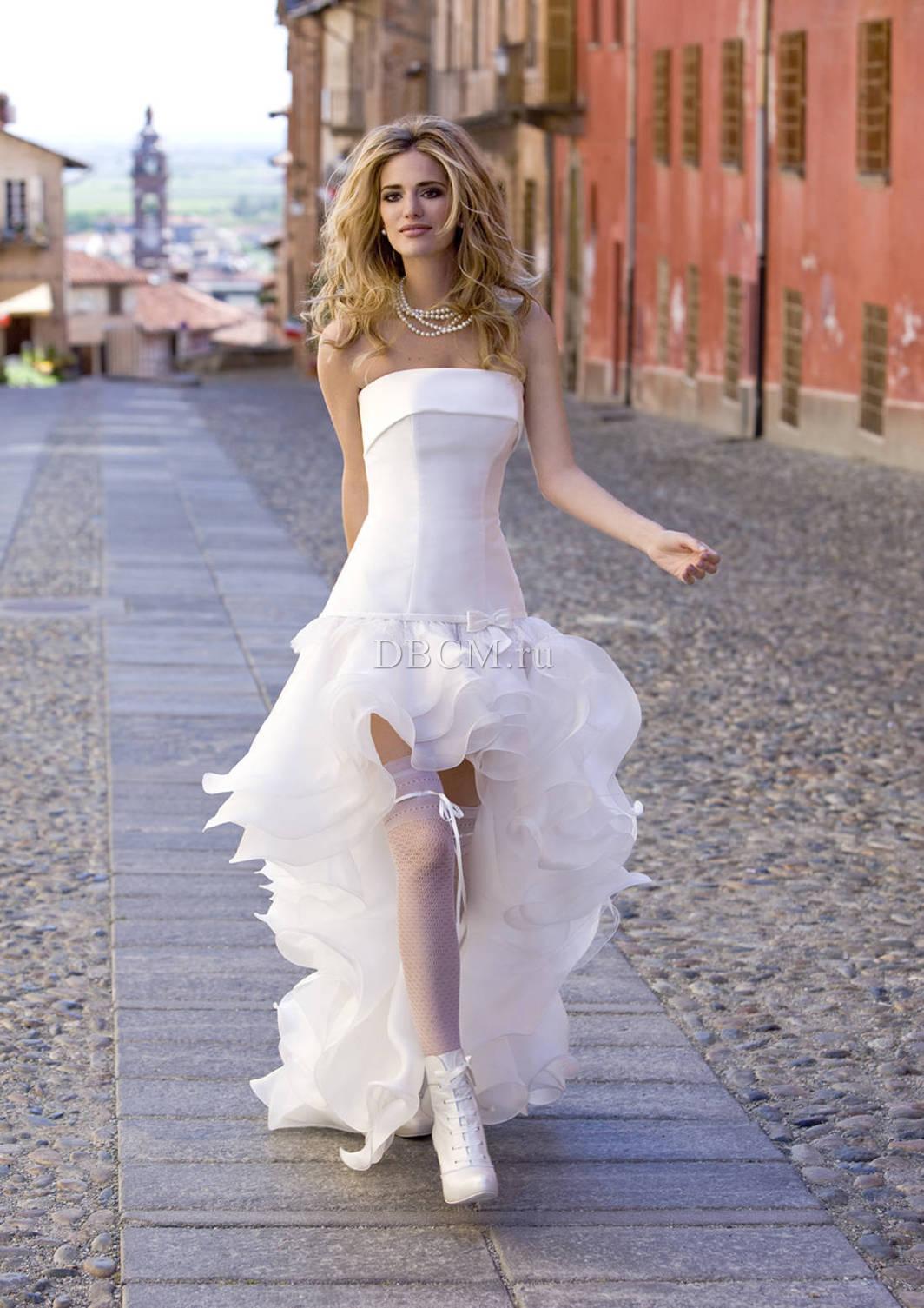 Свадебное платье впереди короткое