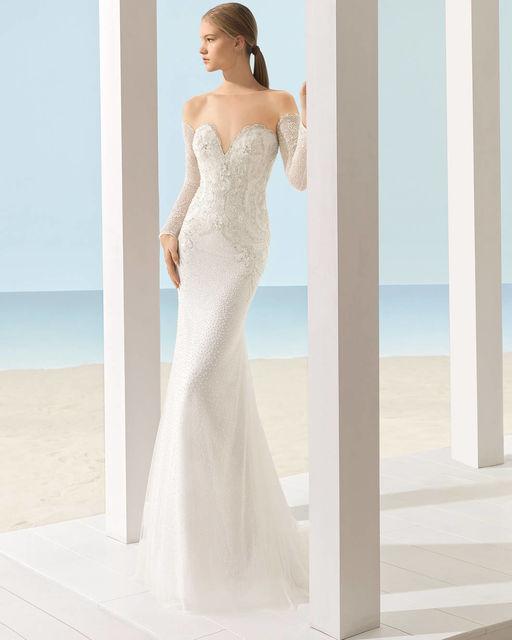 vestidos de novia de aire barcelona. colección aire beach wedding