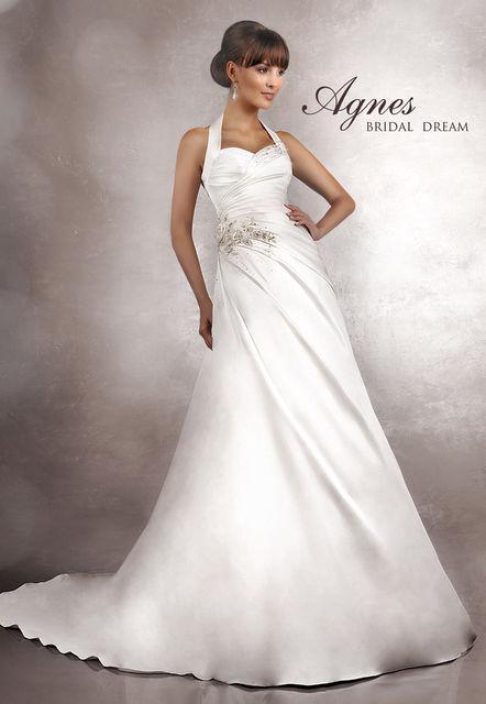 гороскопу к чему сниться одевать свадебное платье России начали