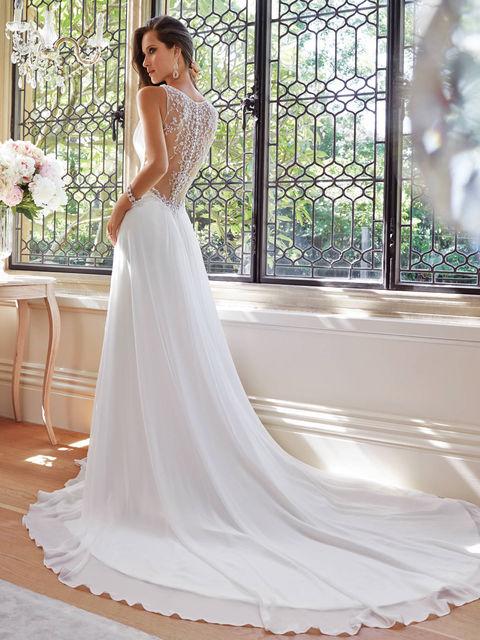 Свадебное платье по фигуре со шлейфом