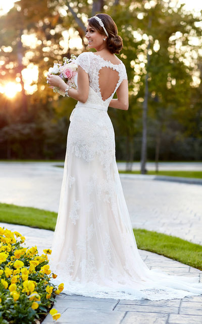 Свадебное платье с колье