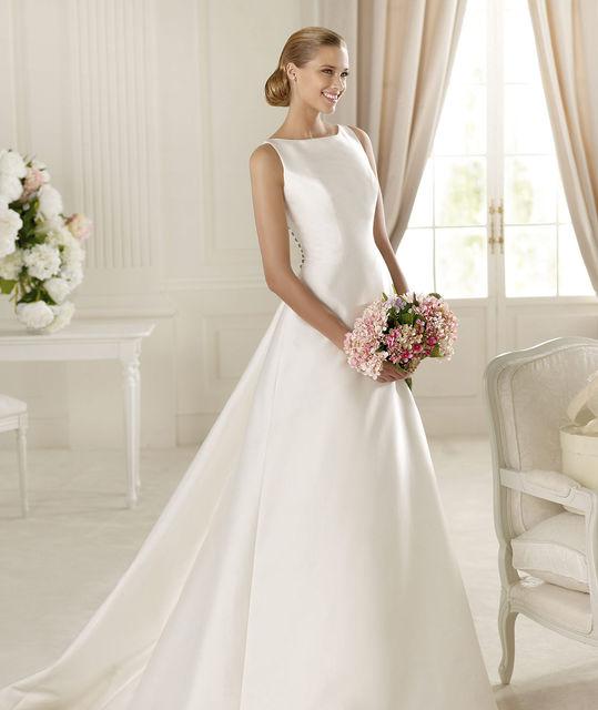 Pronovias Galardon wedding dress. Manuel Mota collection