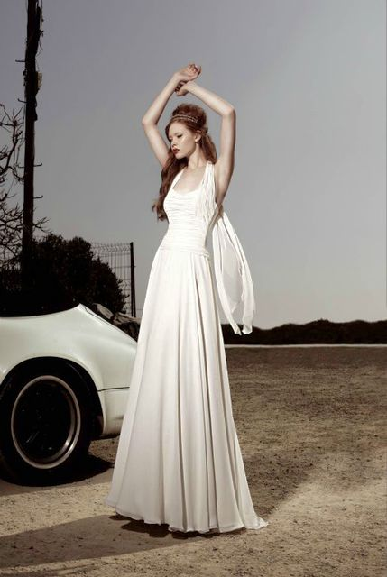 vestido de novia de raimon bundo karia. colección kissbundo