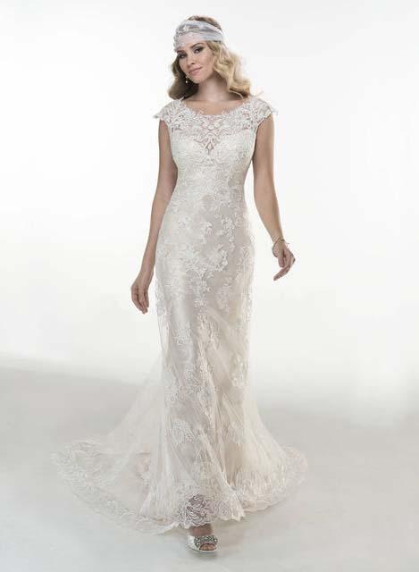 фото прямого свадебного платья с кружевом