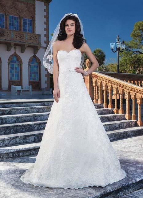 фото свадебного платья а силуэта с кружевом